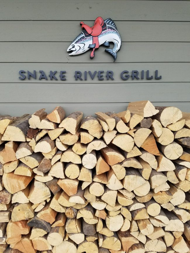 snakerivergrill